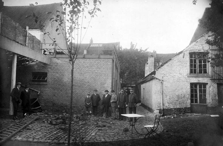 De-schade-van-de-Britse-bom-achter-een-woning-aan-de-Brusselsestraat-in-Maastricht-Foto-uit-het-boek