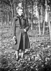 17 - Sientje anno 1939 waarschijnlijk tijdens bezoek aan Johan op de Grebbeberg