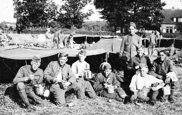 84 - Johan plus collega's 1937 tijdens zijn militaire dienstplicht