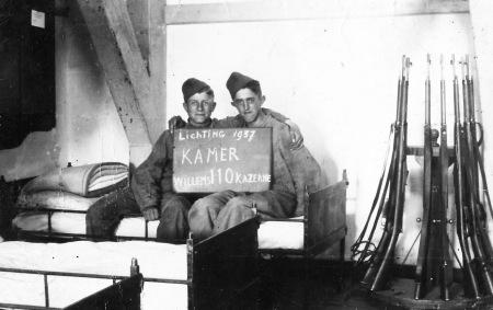 85 - Johan plus kamergenoot Willemskazerne 1937