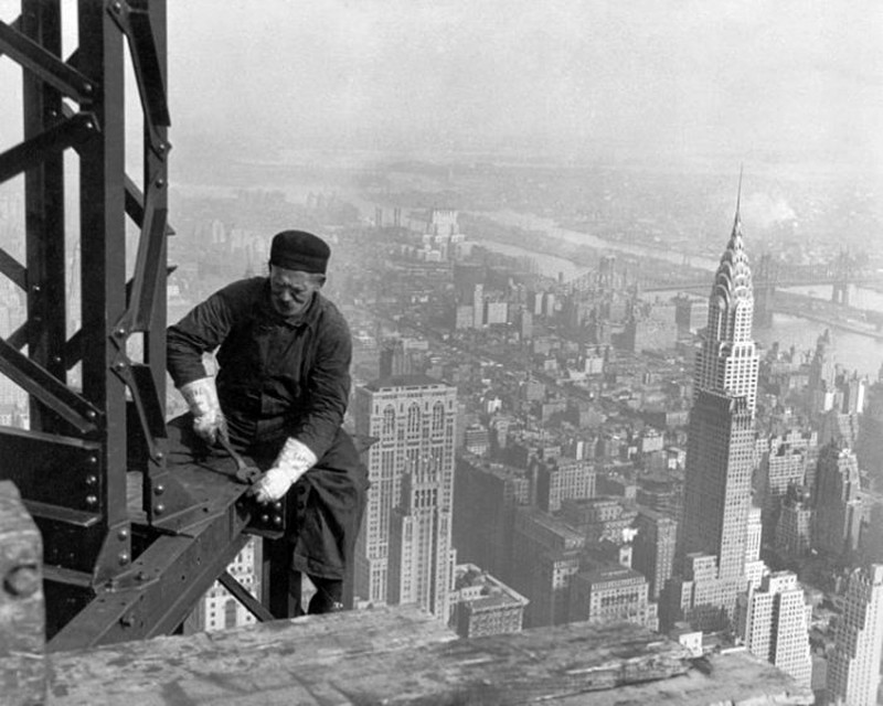 13 - Working-on-the-Empire-State-Building-1930