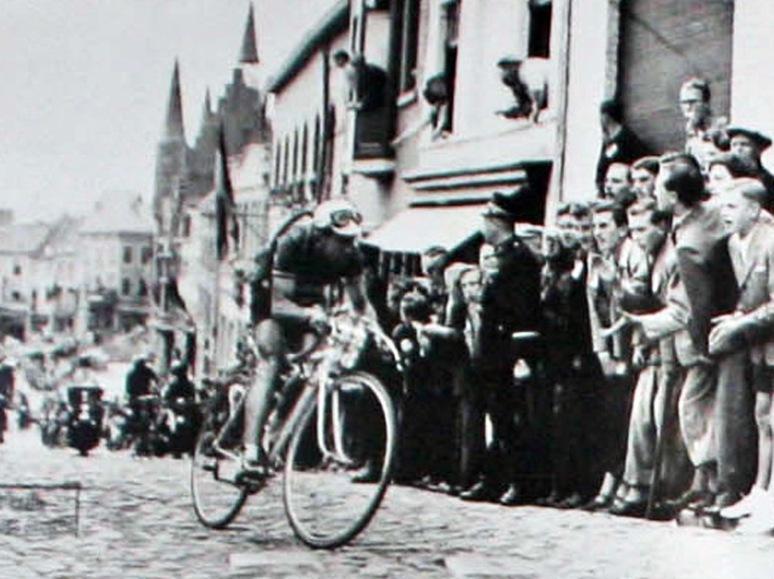 01 - Aanval-Diderich-op-Vesten-1951-Persregio-Dender