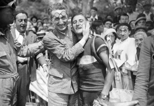 CYCLISME - TOUR DE FRANCE 1932 - 1932 camusso (francesco) varale (vittorio) Camusso avec Varale journaliste de la Stampa fonds n/b sport parution livre au bonheur du tour p 78