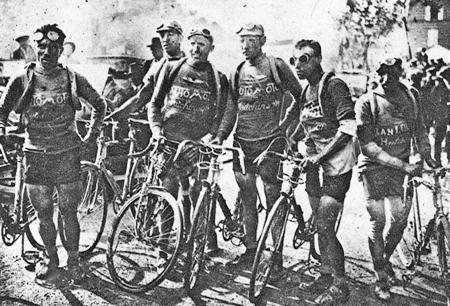 15 - jef_van_dam_1926 vlnr Jef van Dam, Omer Huysse juul en lucien buysse en Joseph Pé