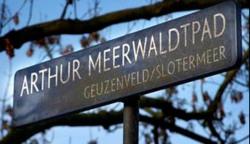Het Arthur Meerwaldtpad, evenwijdig aan de Burg Vening Meineszlaan