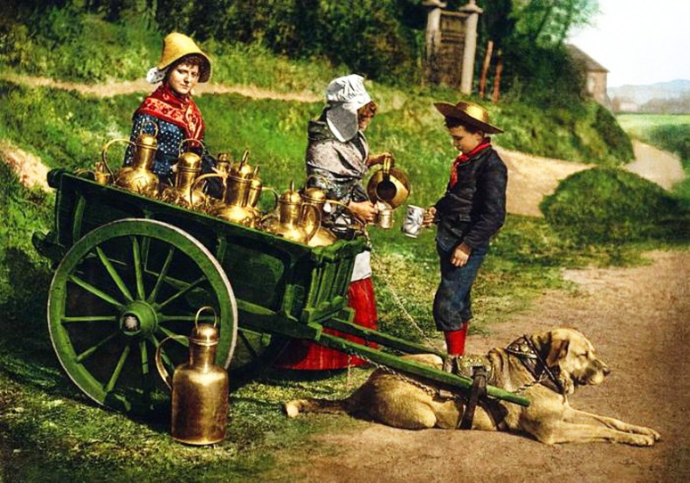 19 - Belgian-peddlers-selling-milk-ca.-1900