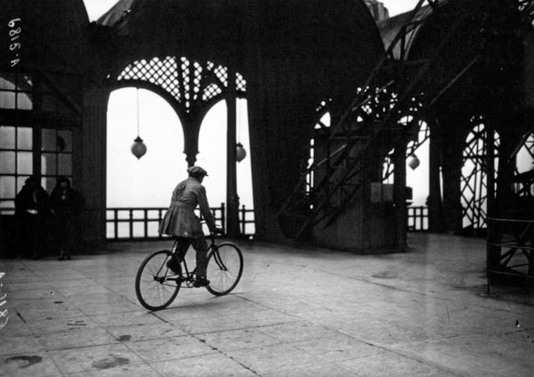 23 - Cycling-down-the-Eiffel-Tower-1932a