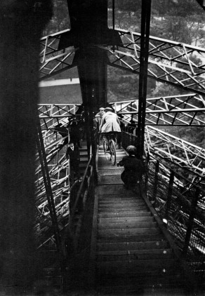 23 - Cycling-down-the-Eiffel-Tower-1932c