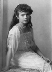 24 - Grand_Duchess_Anastasia_Nikolaevna_self_photographic_portrait2