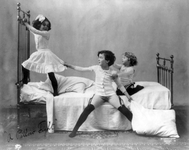 een-kussengevecht-1905