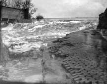 3024-51 Dijkdoorbraak bij Eemnes 1916
